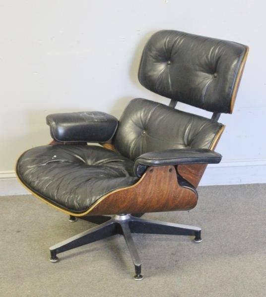 Midcentury Eames Rosewood 670 Lounge Chair.