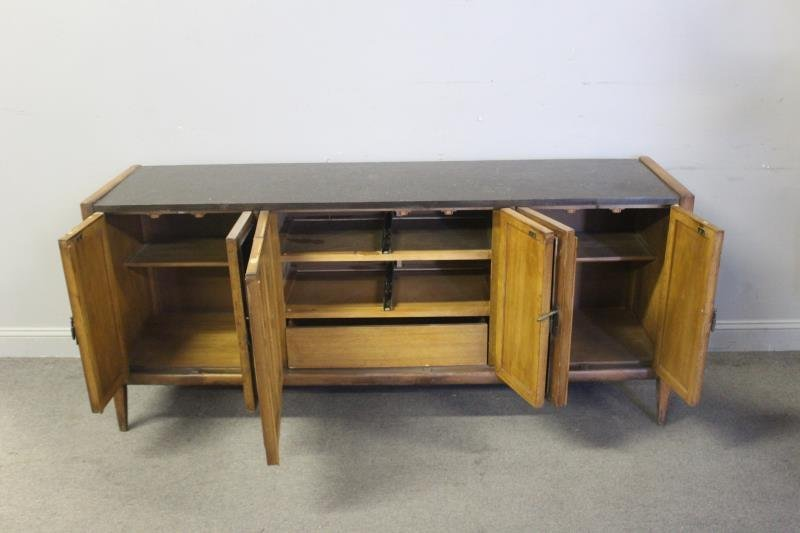 Midcentury Sculpted Front Wood Sideboard. - 3