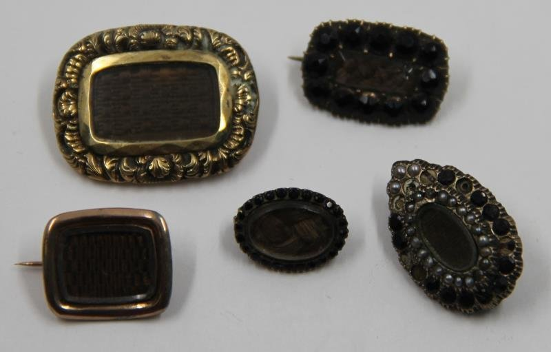 JEWELRY. Grouping of Victorian Mourning Jewelry. - 8