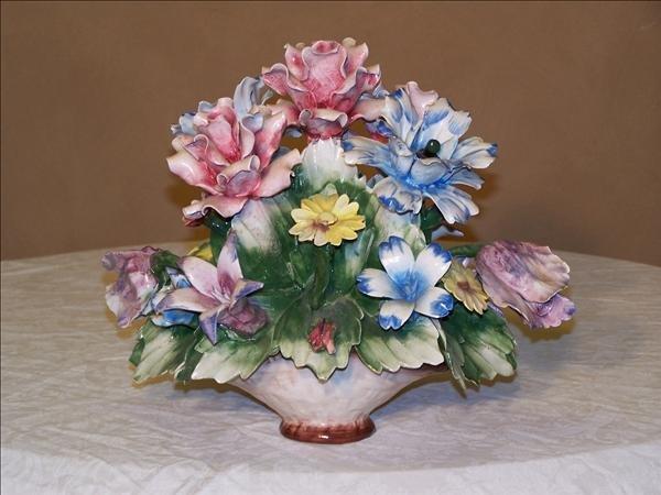 "11: Capodimonte floral center piece approx. 9"" h"