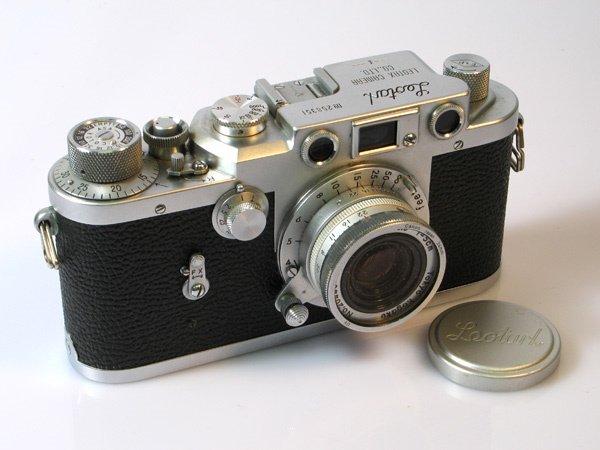 2: Leotax F Nr. 258351 with 50mm Topcor f3,5 Nr. 20443,