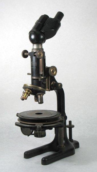 9: Zeiss Winkel-Gottingen Microscop Nr. 28536 in wooden