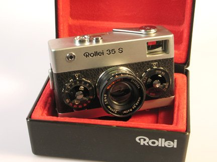 25: Rollei 35S Nr. 2406554 Chrome with presentation box