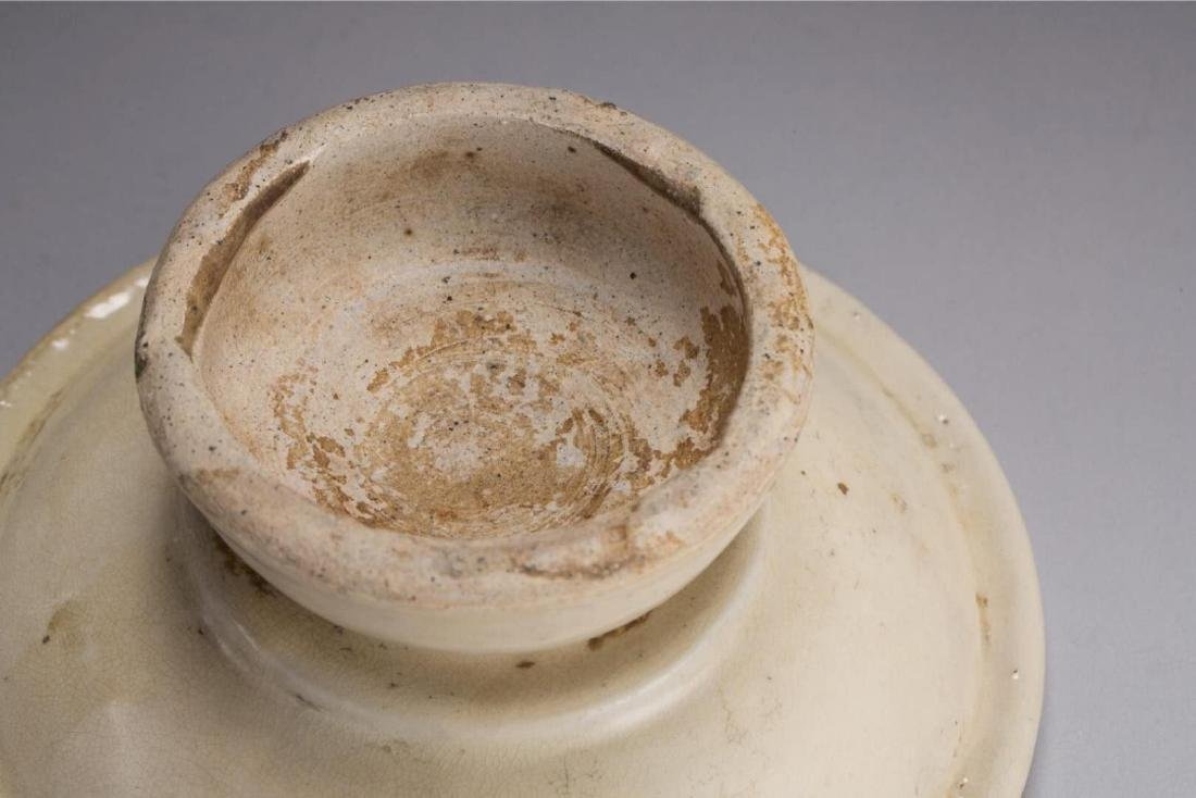 A GONGXIAN WHITE-GLAZED CUPSTAND TANG DYNASTY(618-907) - 4