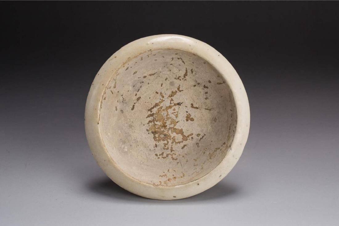 A GONGXIAN WHITE-GLAZED CUPSTAND TANG DYNASTY(618-907) - 6