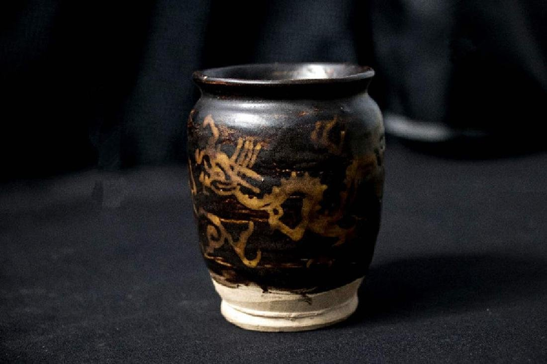 A JIZHOU SLIP-DECORATED DRAGON BLACK-GLAZED JAR SONG