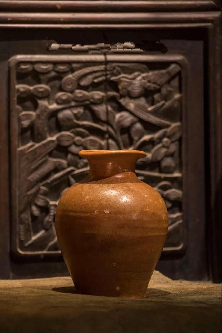 A PERSIMMON-GLAZED BOTTLE VASE EASTERN WEI DYNASTY