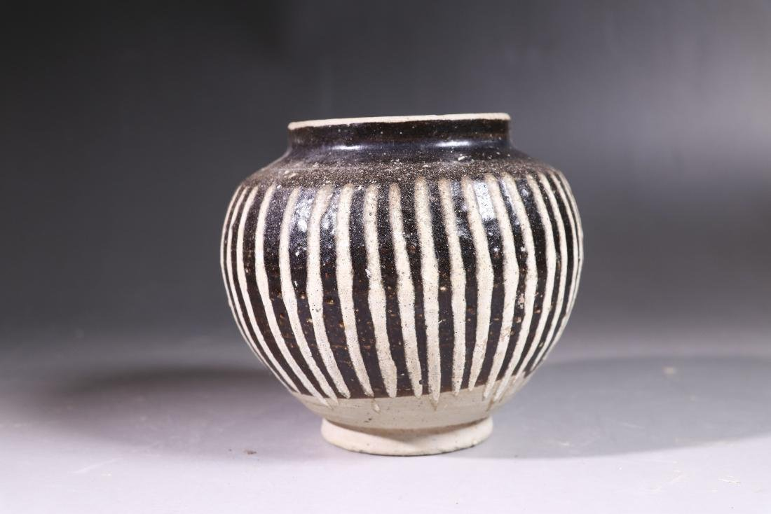 A BLACK-WHITE-GLAZED JAR SONG DYNASTY(960-1279)