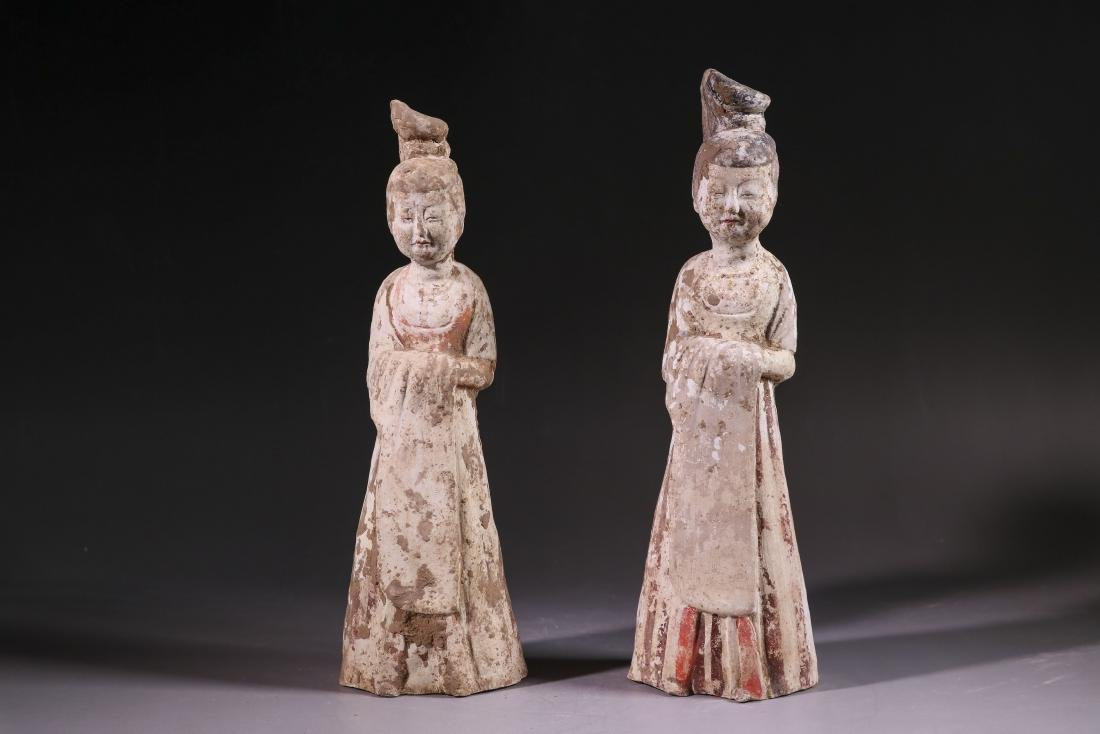 A PAIR OF WHITE POTTERY LADIES TANG DYNASTY(618-907)