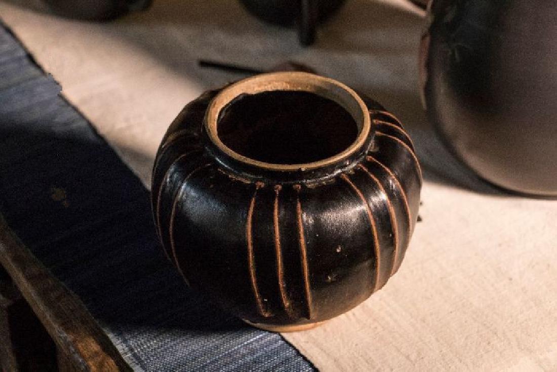A BLACK-GLAZED JAR YAOZHOU YAO SONG DYNASTY(960-1279)
