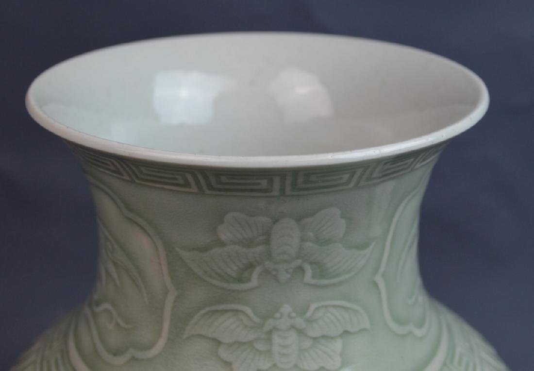 18th C CHINESE CELADON BLUE WHITE COPPER-RED VASE - 9