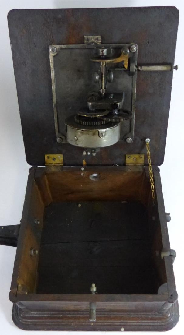 ANTIQUE COLUMBIA DISC GRAPHOPHONE - 9