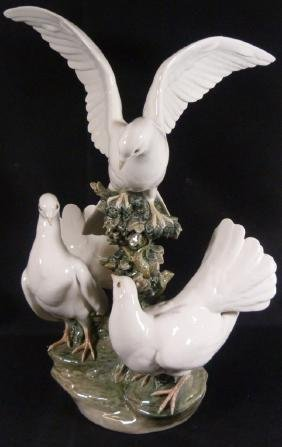 "LARGE RETIRED LLADRO ""GROUP OF DOVES"" SCULPTURE"