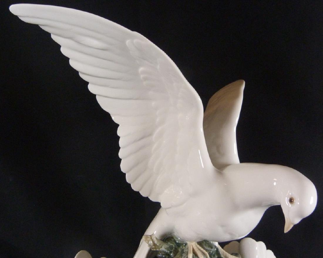 """LARGE RETIRED LLADRO """"GROUP OF DOVES"""" SCULPTURE - 5"""