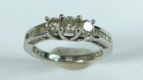 10kt WHITE GOLD & DIAMOND RING 1CTW