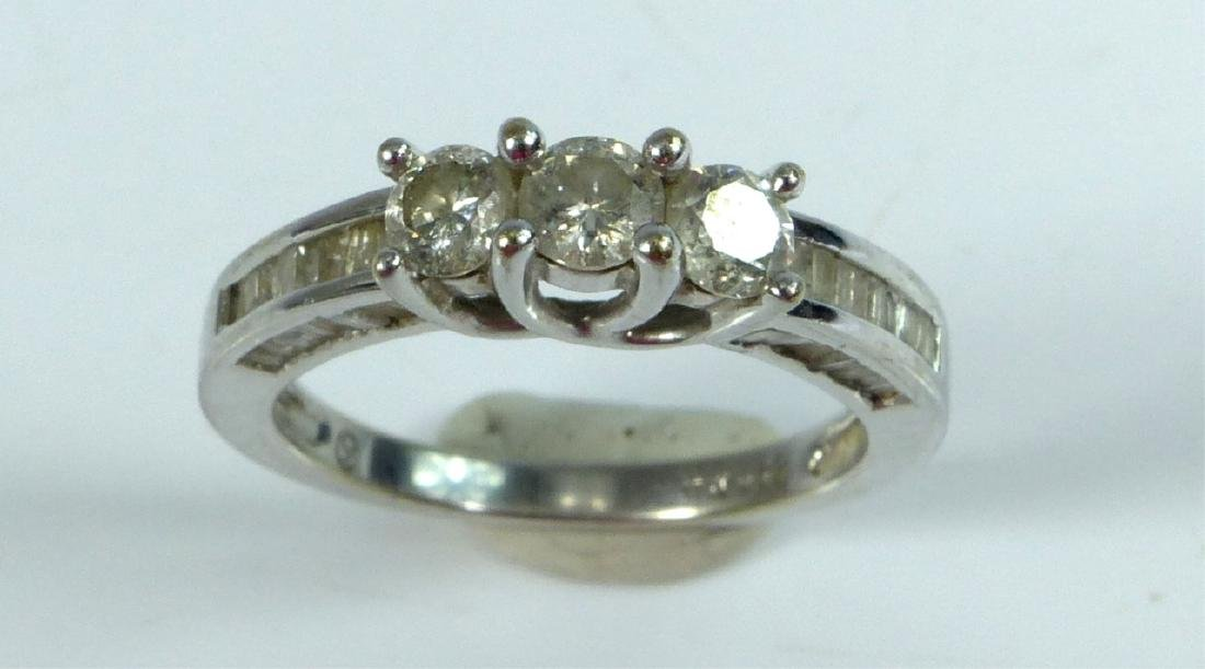 10kt WHITE GOLD & DIAMOND RING 1CTW