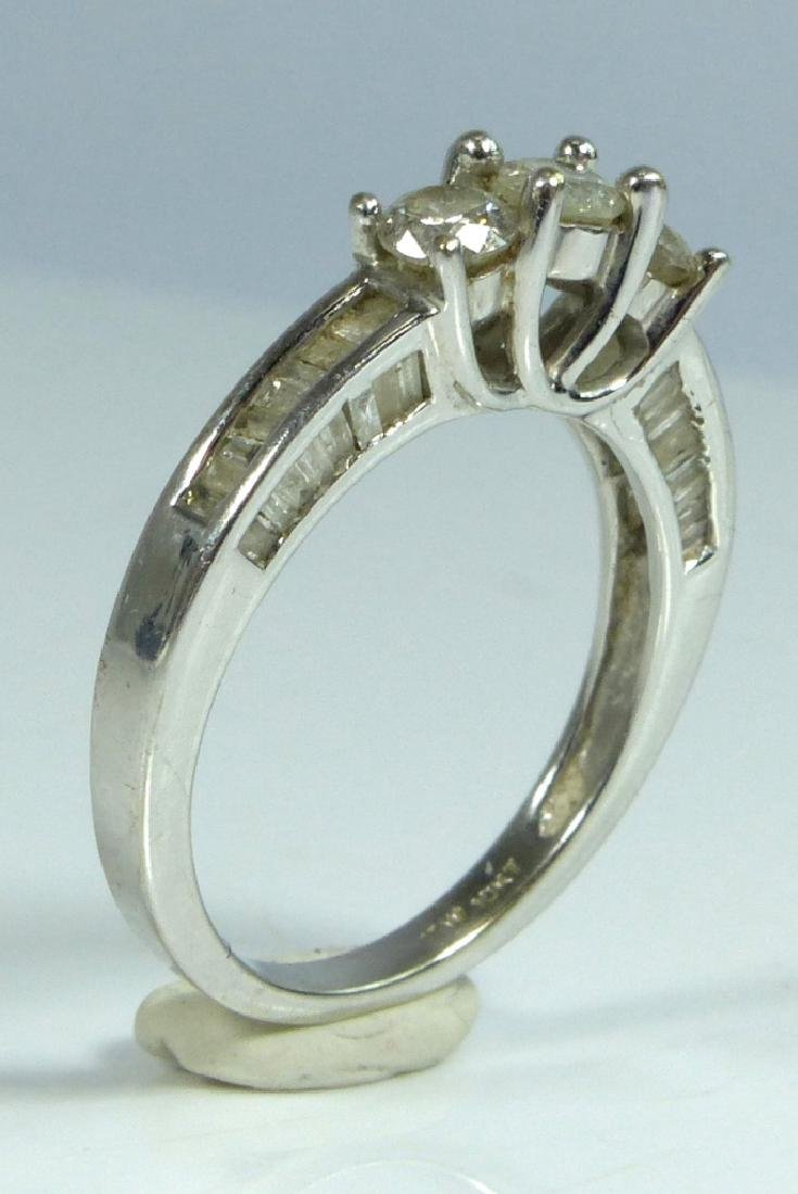 10kt WHITE GOLD & DIAMOND RING 1CTW - 2