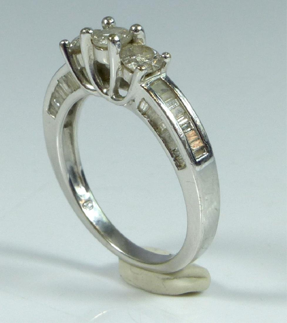 10kt WHITE GOLD & DIAMOND RING 1CTW - 3
