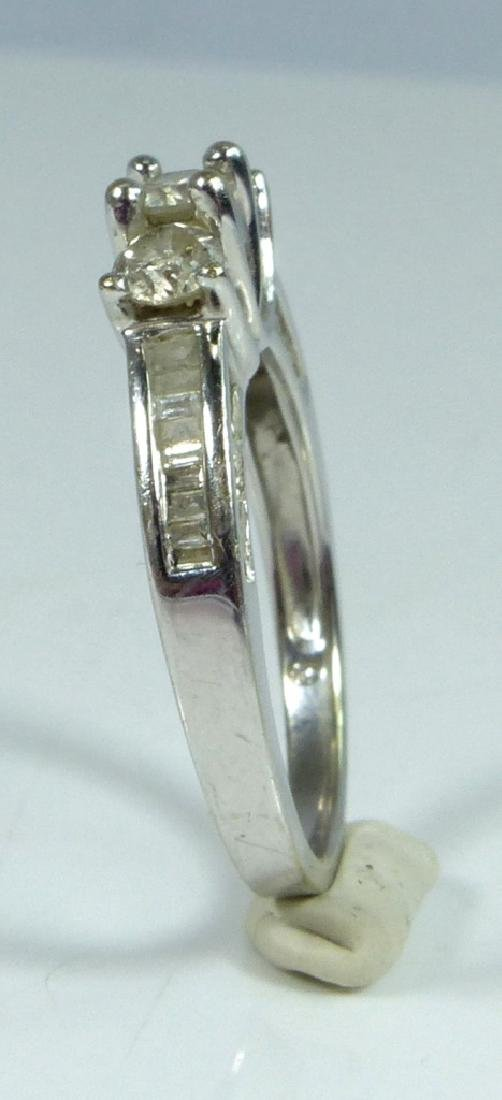 10kt WHITE GOLD & DIAMOND RING 1CTW - 4