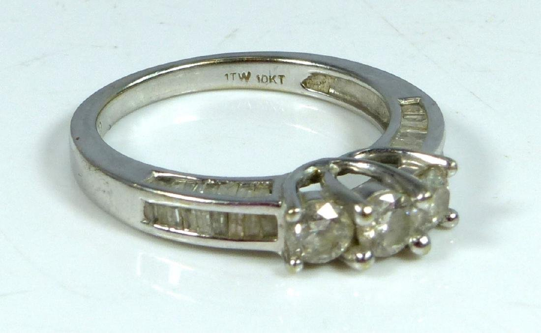 10kt WHITE GOLD & DIAMOND RING 1CTW - 7