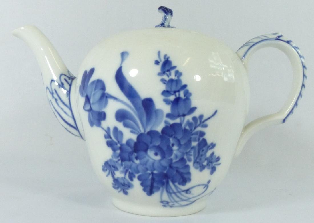 ROYAL COPENHAGEN 'BLUE FLOWERS' PORCELAIN TEAPOT - 3