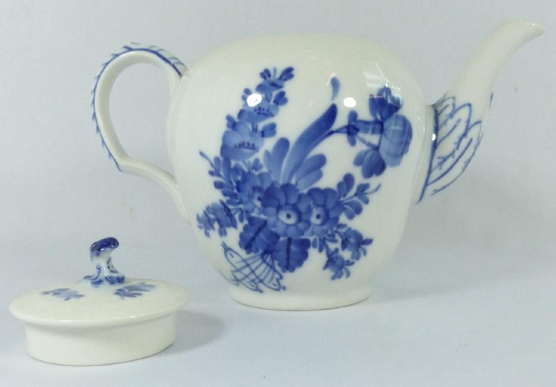 ROYAL COPENHAGEN 'BLUE FLOWERS' PORCELAIN TEAPOT - 5