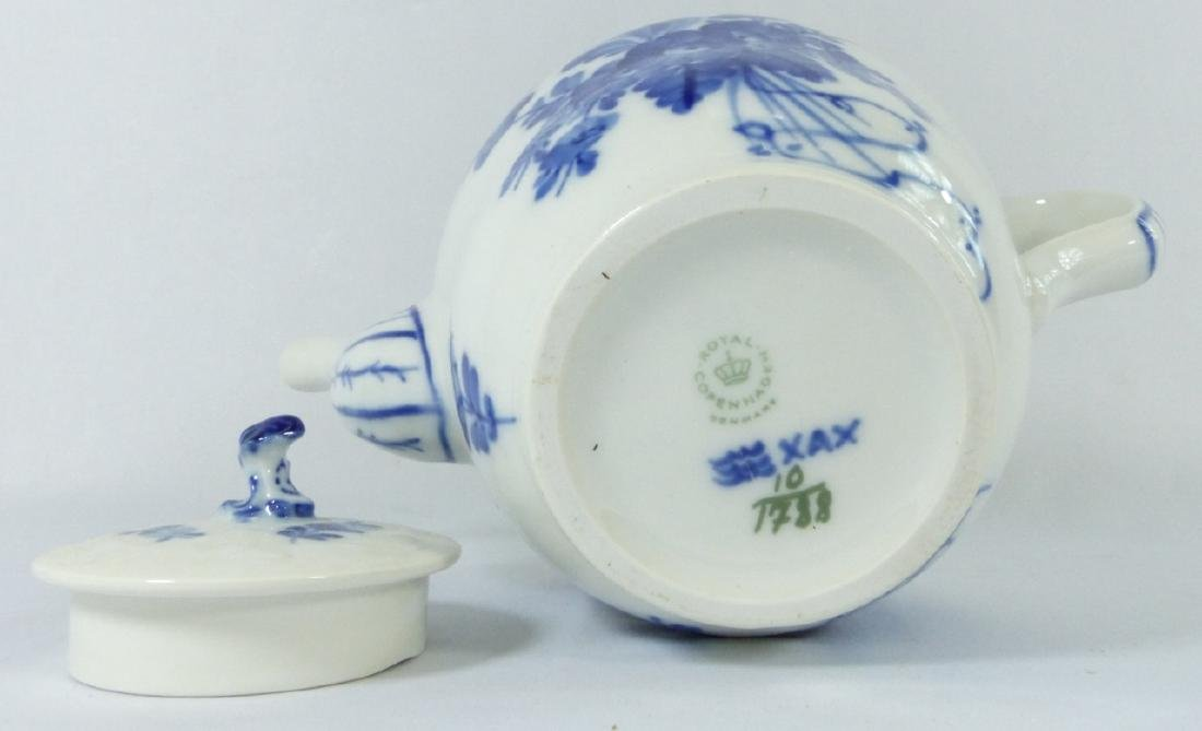 ROYAL COPENHAGEN 'BLUE FLOWERS' PORCELAIN TEAPOT - 6