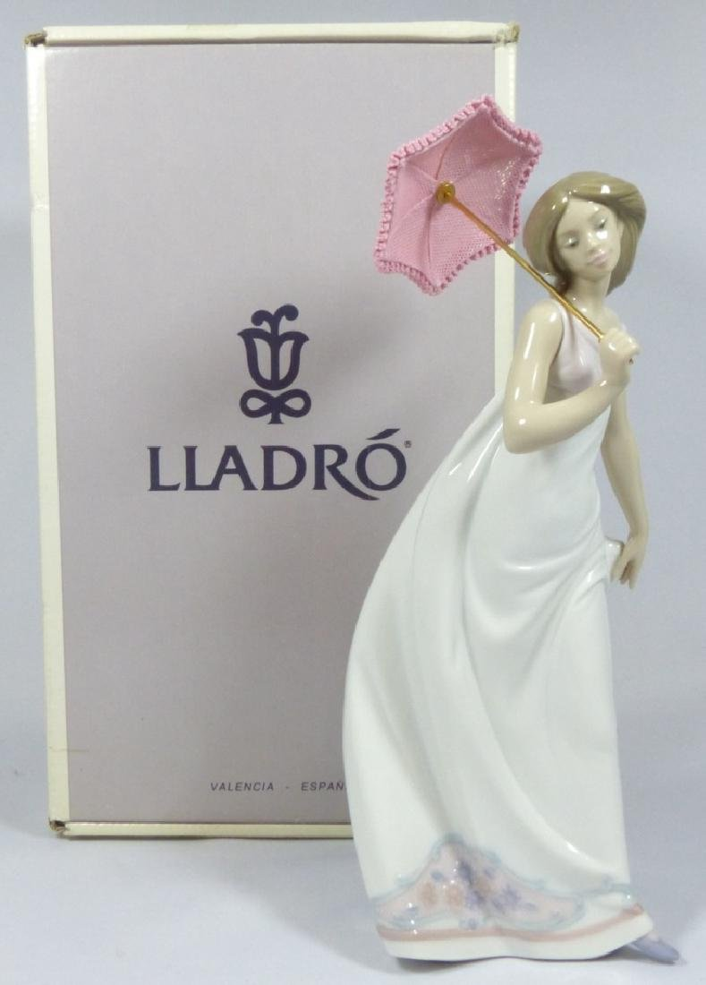 LLADRO 'AFTERNOON PROMENADE' 7636 FIGURINE w BOX - 8