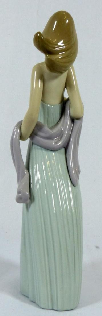2pc LLADRO & NAO PORCELAIN FIGURINES - 3