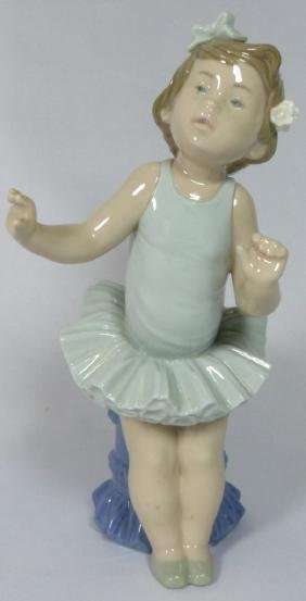 LLADRO 'BALLET GIRL' 5104 PORCELAIN FIGURINE w BOX