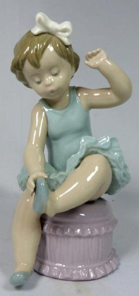 LLADRO 'BALLET GIRL' 5107 PORCELAIN FIGURINE w BOX