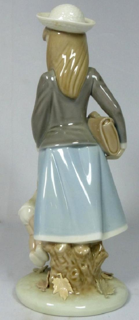 LLADRO 'AUTUMN GIRL' 5218 PORCELAIN FIGURINE w BOX - 3