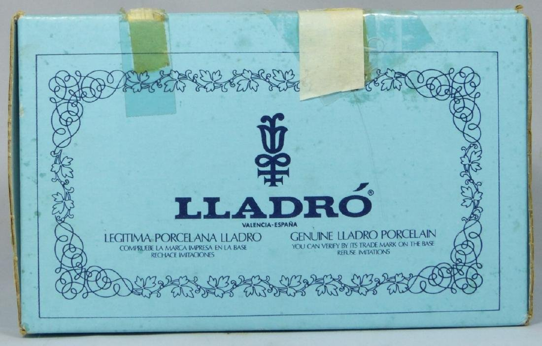 LLADRO 'SWEET SCENT' 5221 PORCELAIN FIGURINE w BOX - 6