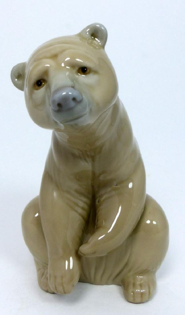 LLADRO PORCELAIN SEATED BROWN BEAR FIGURINE