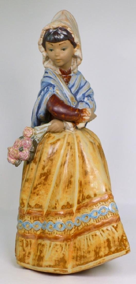 LLADRO 'COUNTRY GIRL' GRES PORCELAIN FIGURINE