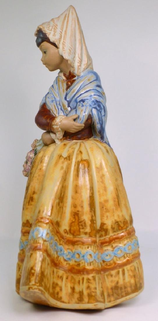 LLADRO 'COUNTRY GIRL' GRES PORCELAIN FIGURINE - 2
