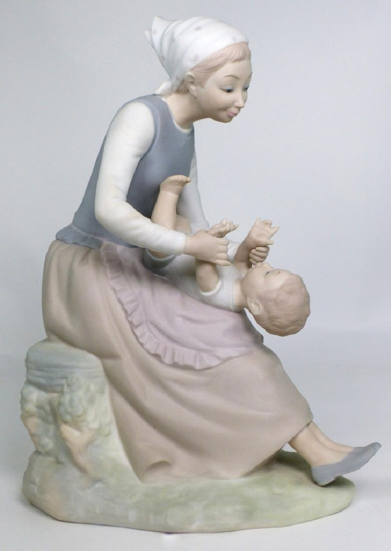 NAO BY LLADRO 'MOTHER & CHILD' PORCELAIN FIGURINE - 2
