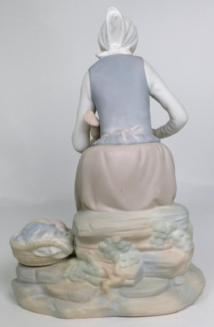NAO BY LLADRO 'MOTHER & CHILD' PORCELAIN FIGURINE - 4