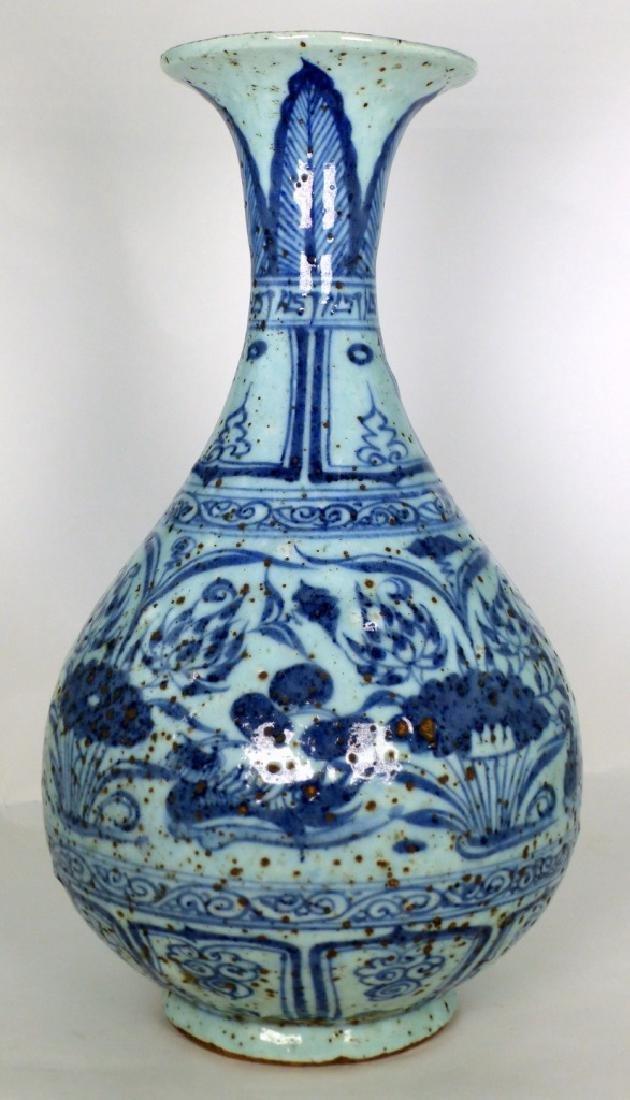 CHINESE BLUE & WHITE PORCELAIN PEAR SHAPED VASE