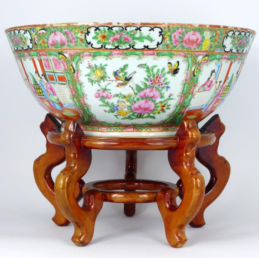 19th C CHINESE ROSE MEDALLION PORCELAIN BOWL