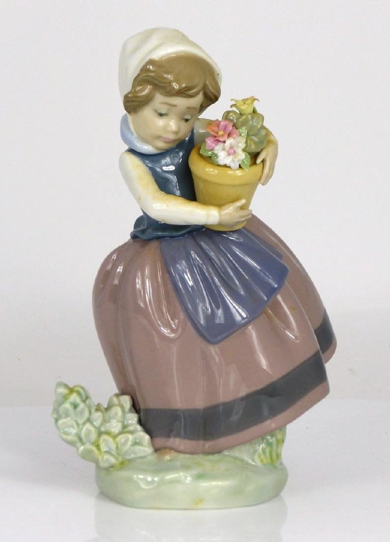 LLADRO 'SPRING IS HERE' PORCELAIN FIGURINE w BOX