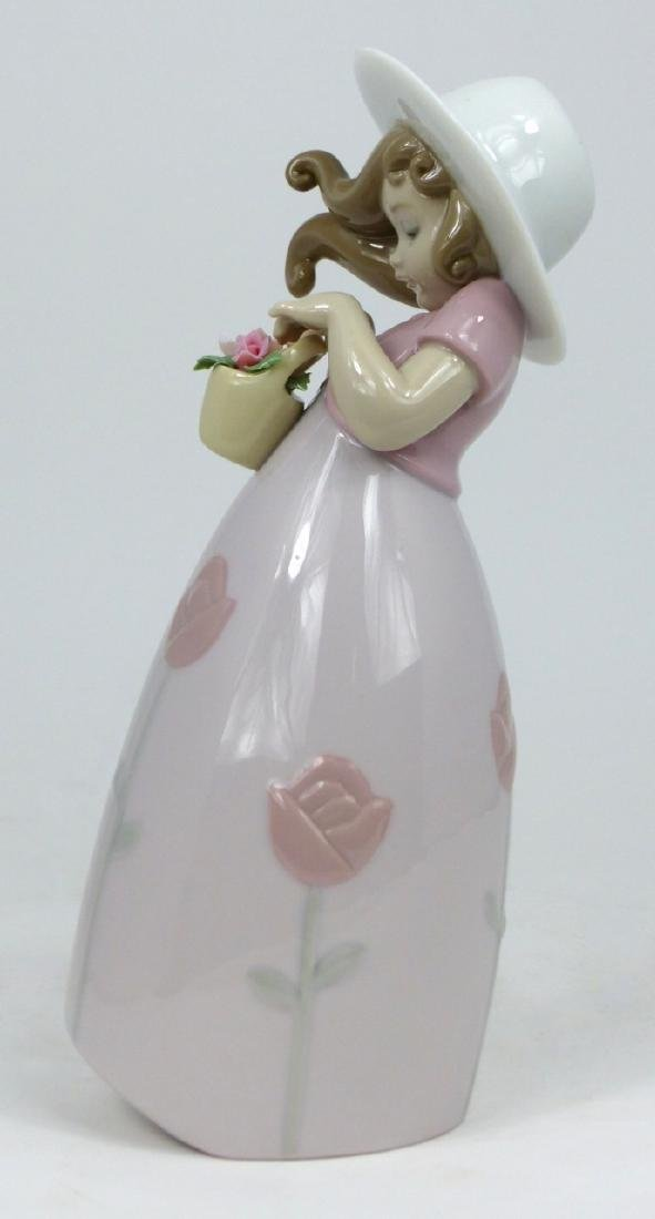 LLADRO 'LITTLE ROSE' PORCELAIN FIGURINE - 2