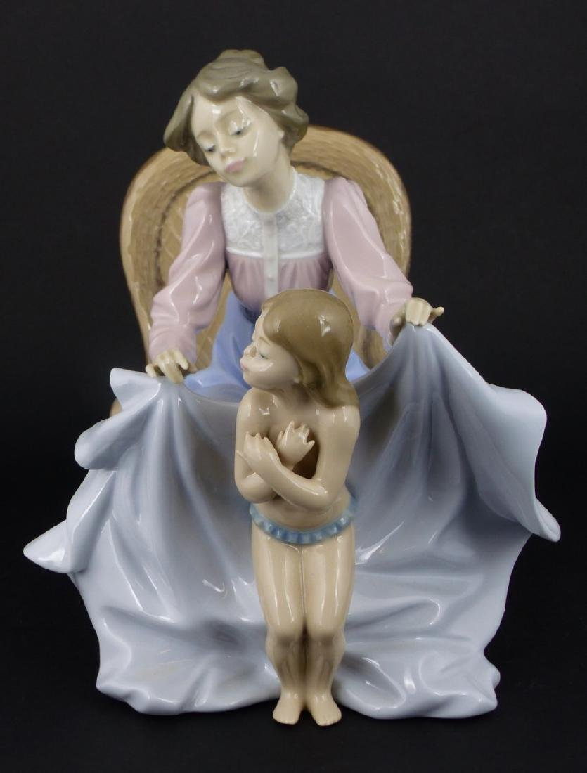 LLADRO 'MOMMY ITS COLD' PORCELAIN FIGURINE