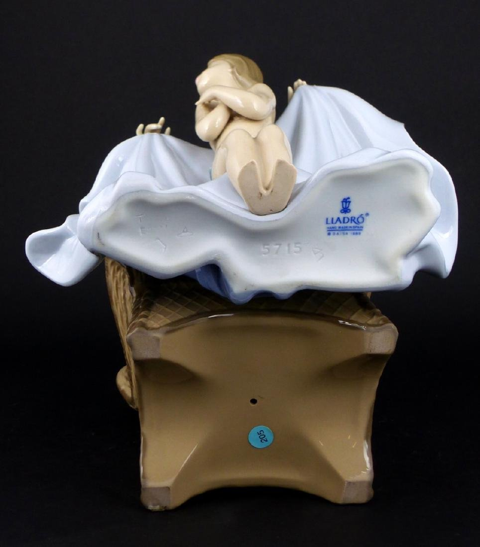 LLADRO 'MOMMY ITS COLD' PORCELAIN FIGURINE - 7
