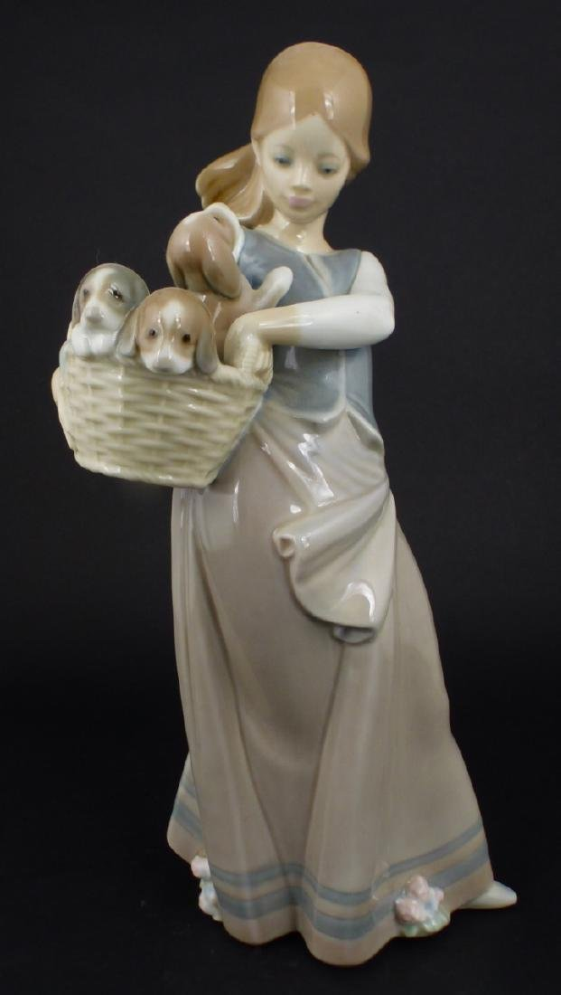 LLADRO 'GIRL WITH PUPPIES' PORCELAIN FIGURINE
