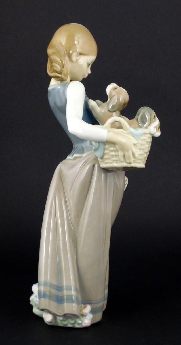 LLADRO 'GIRL WITH PUPPIES' PORCELAIN FIGURINE - 3
