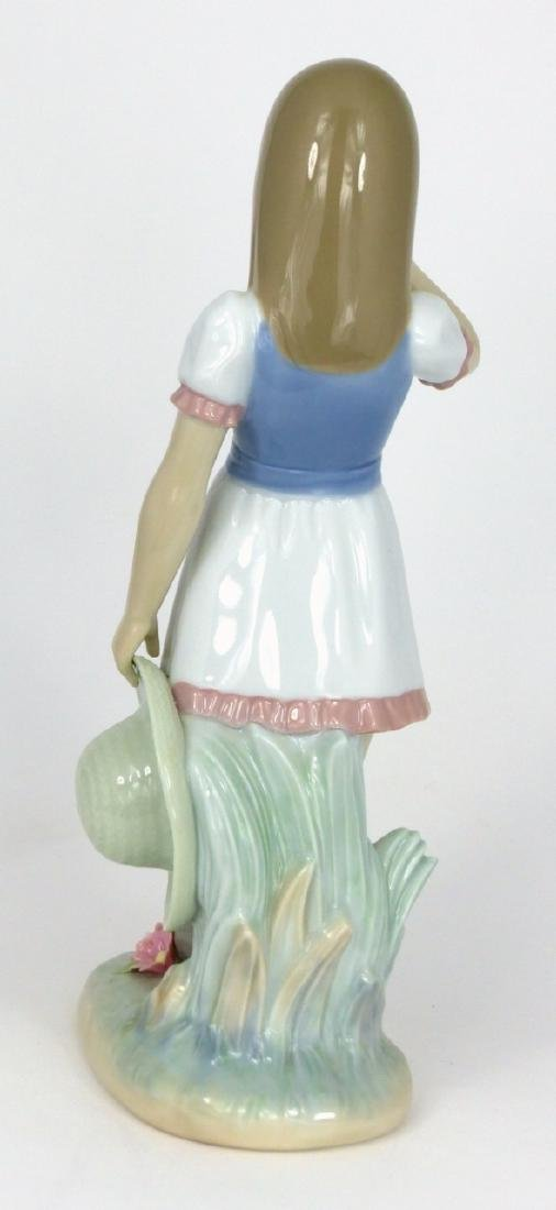LLADRO 'DROPPING THE FLOWERS' PORCELAIN FIGURINE - 4