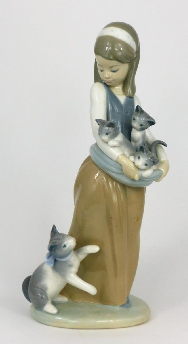 LLADRO 'FOLLOWING HER CATS' PORCELAIN FIGURINE