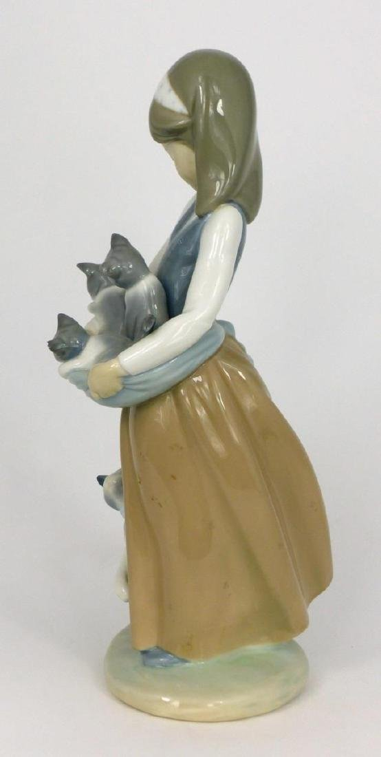 LLADRO 'FOLLOWING HER CATS' PORCELAIN FIGURINE - 4