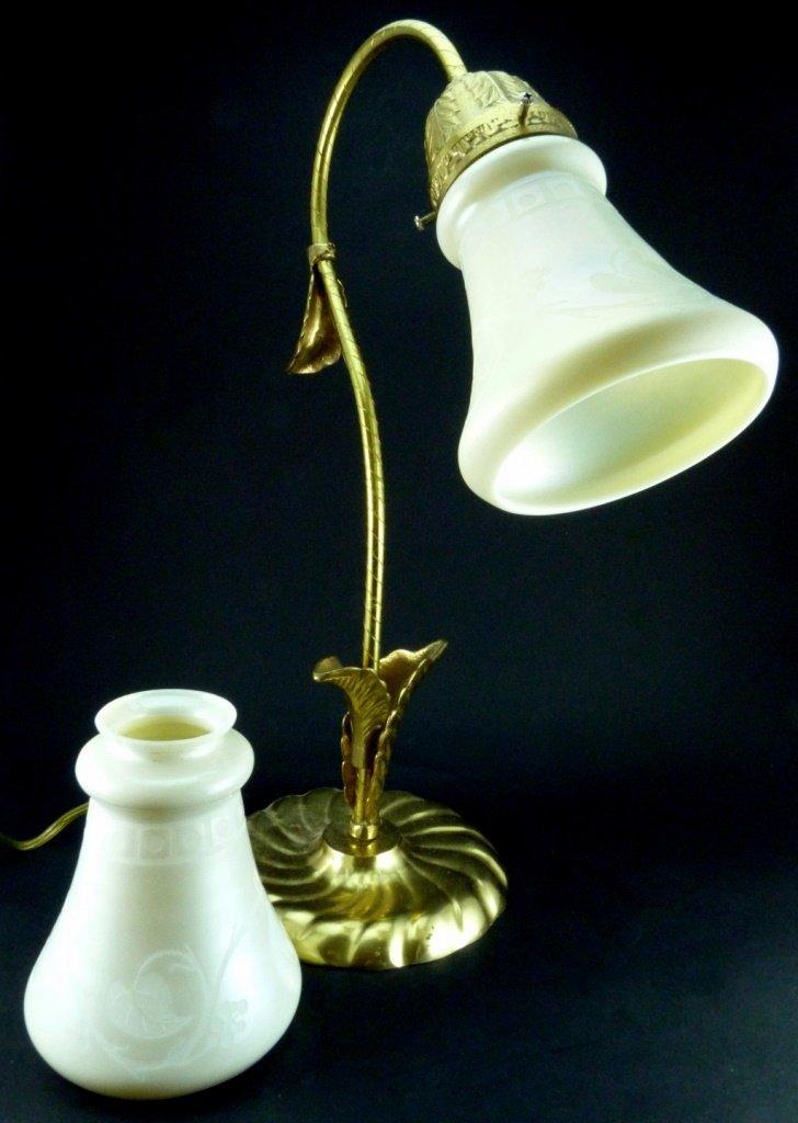 2pc STEUBEN CALCITE ETCHED SHADES w DESK LAMP